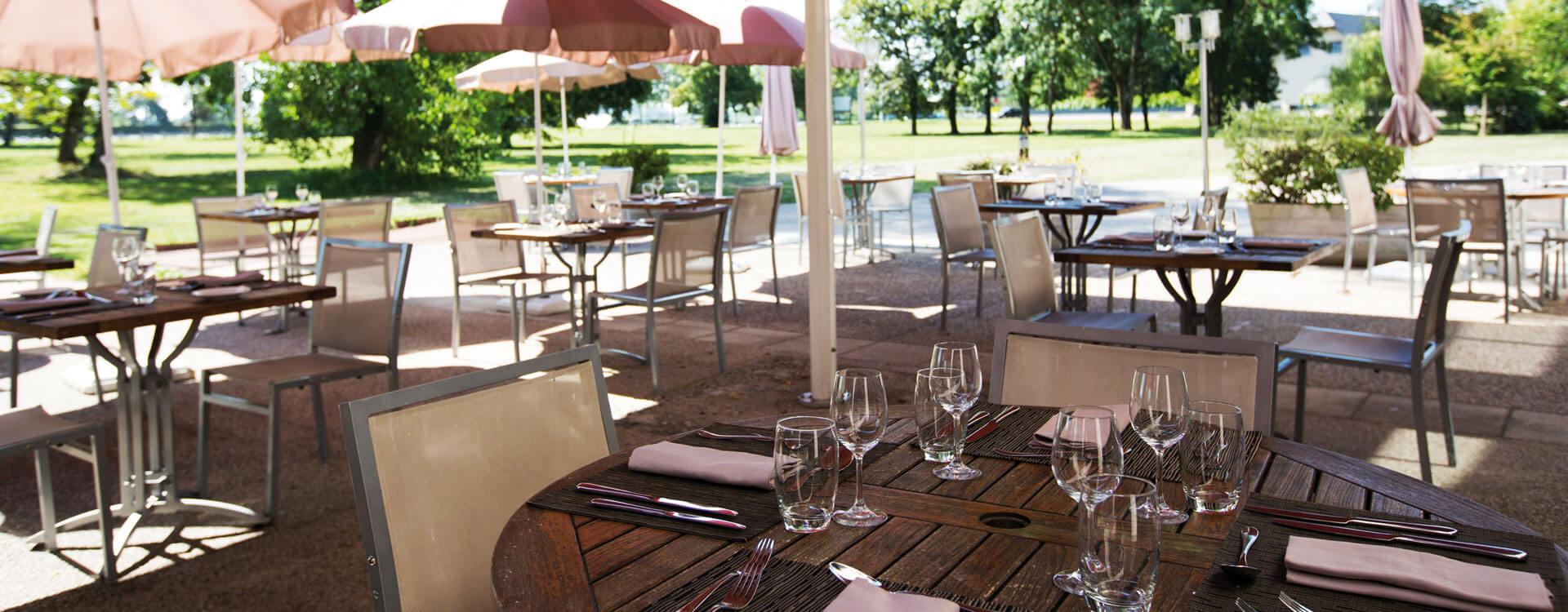 Terrasse - Hôtel et résidence La Villa du Lac à Divonne